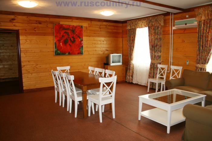 10-ти местный номер гостиницы у склона 'Горнолыжного клуба Леонида Тягачева', Подмосковье.